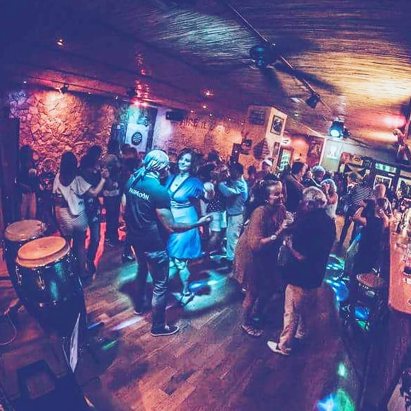 Latinsk dans på Bar Cuba