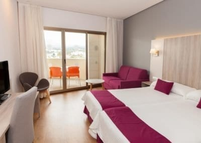Hotel Albir Playa bedroom