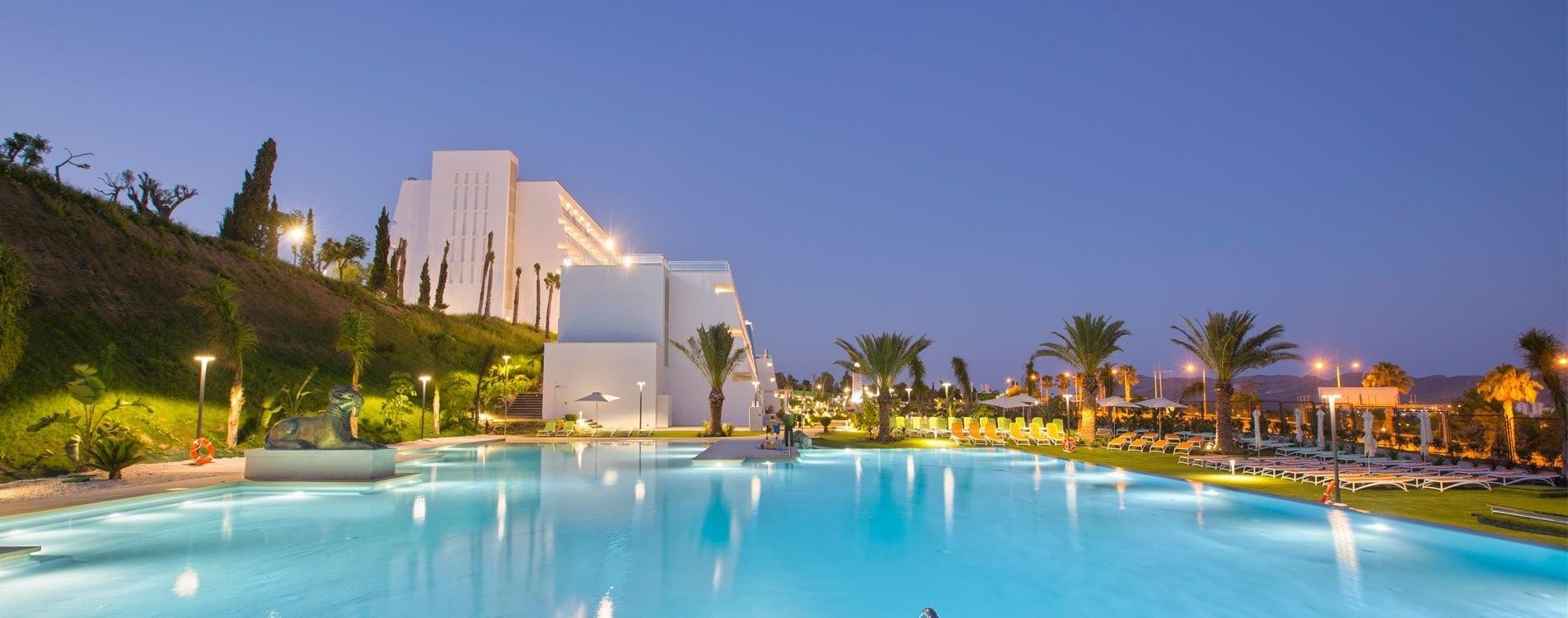 slide-home-piscina-grand-luxor-allsuites-hotel