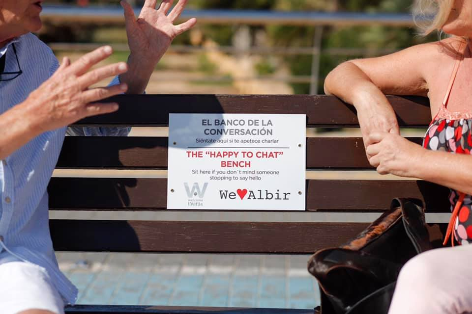 "The ""Happy to Chat"" bench launches in Albir"